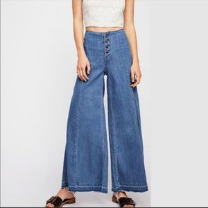 Free People Extreme Wide Leg Jeans LIKE NEW 25